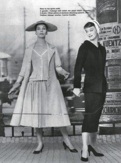 Enid Boulting porte un ensemble deux-pièces et un manteau de Dior. Le second manneuin de droite porte un tailleur en lainage marine de Lanvin-Castillo.